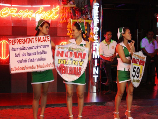 /destinations/pattaya/pattaya-gogo-bars/pattaya-nightlife-guide.html