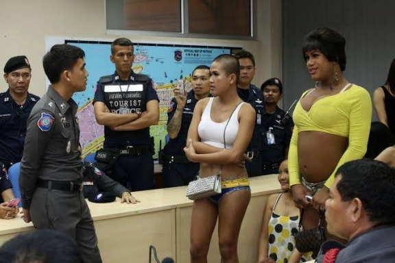 Ladyboys Arrested On Walking Street - LADYBOYS ARRESTED IN PATTAYA