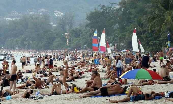 Patpong Beach Phuket - Thailand Bans Smoking On 20 Beaches