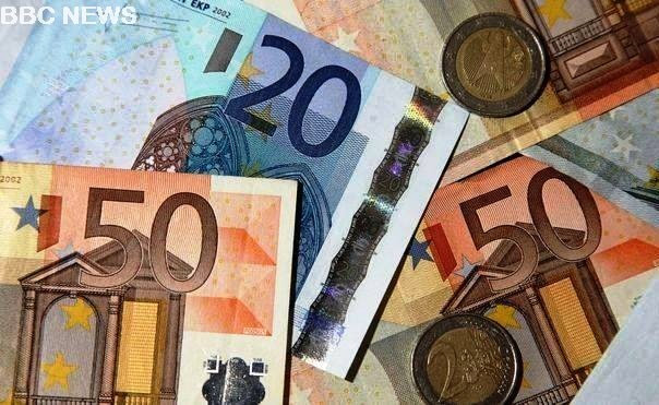 euro rises to record high - The Euro Hits Record High