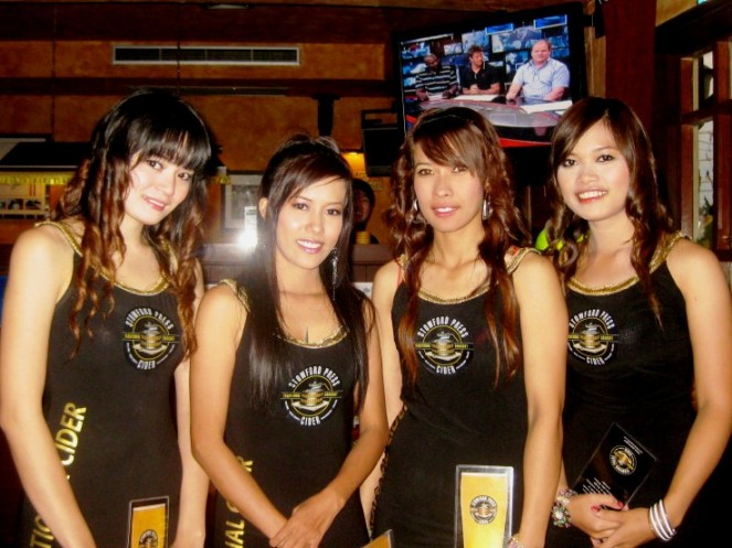 STOWFORD PRESS CIDER PROMO GIRLS (PHOTO BY FLUID ASIA PACIFIC)