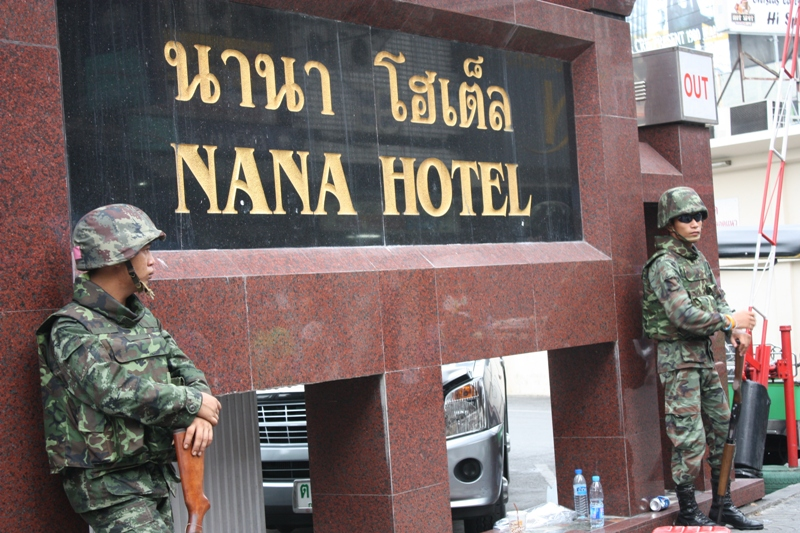 ARMED THAI SOLDIERS ON GUARD IN SOI NANA
