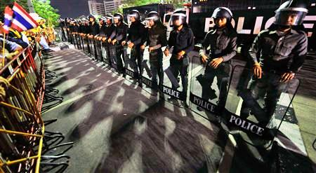 riot police deployed in bangkok - Daves Raves - Thailand In Turmoil