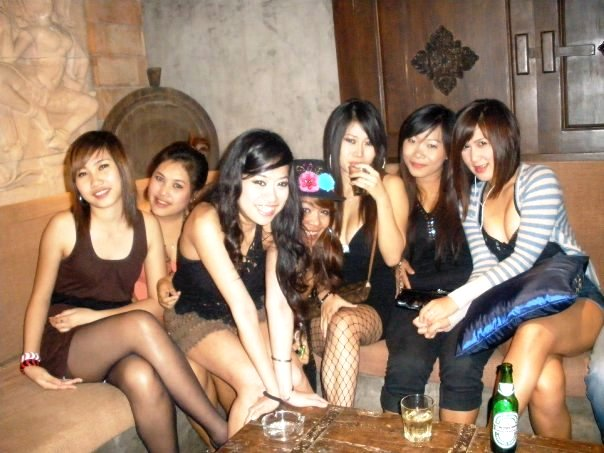THE SEXY GIRLS OF TOXIC BAR IN TOWN LODGE BANGKOK